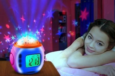 Часы с будильником, термометром и проектором звездного неба.