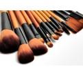 Комплект из 16 профессиональных кистей для макияжа в футляре.